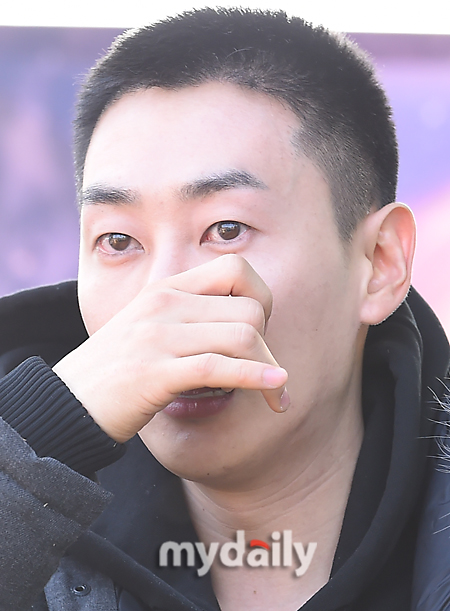 Super Junior's Eunhyuk Says Tearful Goodbye to Fans Before Enlisting