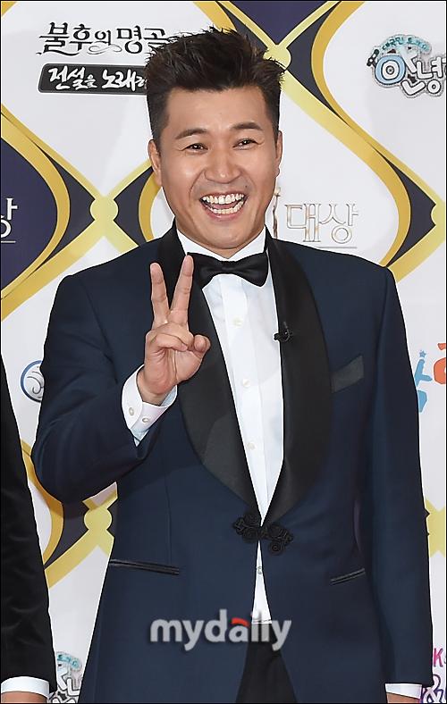 \'9년 외길의 승리\' 김종민, 2016 KBS 연예대상 대상 수상