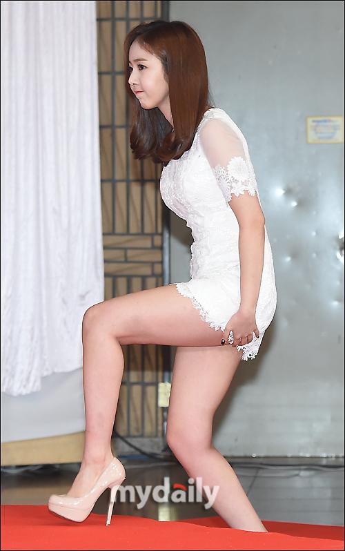[MD포토] 여자친구 신비 ′치마가 너무나 짧아요′